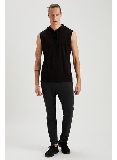 Defacto –Fit Kapşonlu Slim Fit Kolsuz Pamuklu Tişört Siyah
